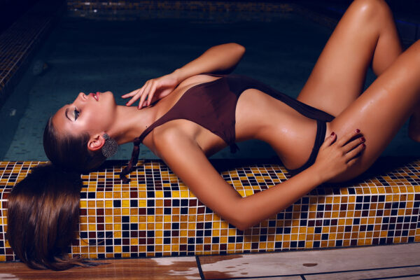 Sexy Women on Edge Swimmingpool